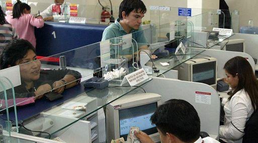 Clientes financieros retiran s 320 mil millones por for Cajeros banco santander para ingresar dinero