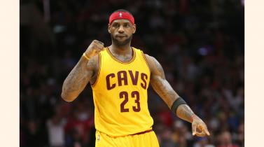 LeBron James le roba a Kobe Bryant la corona del mejor pagado de la NBA