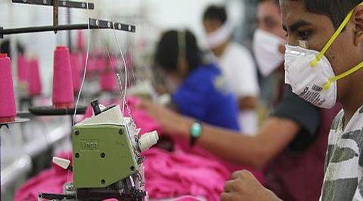 Sindicatos presentan queja contra Perú en EE.UU. por violar derechos laborales en sector textil y agrario