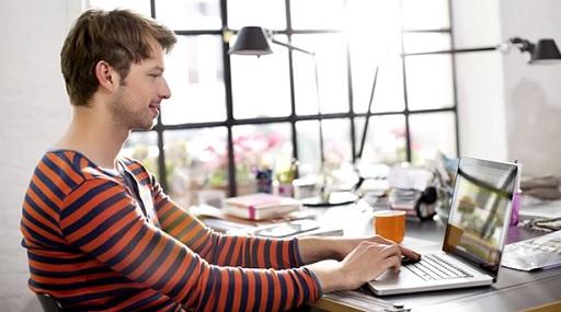 El teletrabajo es la posibilidad que tiene un empleado (en una relación laboral de dependencia) de trabajar fuera de la oficina.