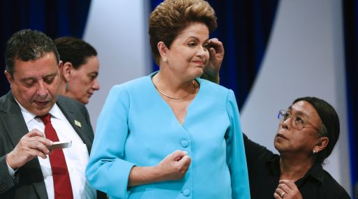La presidenta de Brasil, Dilma Rousseff, necesita más que maquillaje para enderezar la economía de su país. (Foto: AP)