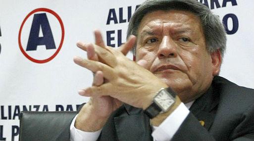 Universidad Complutense halló irregularidades en tesis doctoral — César Acuña
