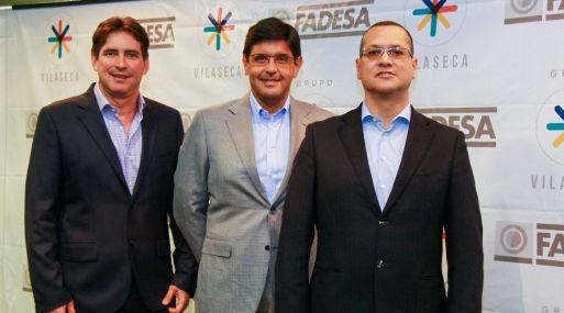 De izquierda a derecha se ubican Alex Frías, presidente de la Unidad de Empaques de Vilaseca; Carlos Orozco, presidente & CEO de Vilaseca; Javier Valdivia, gerente general, detallaron los planes para la región.