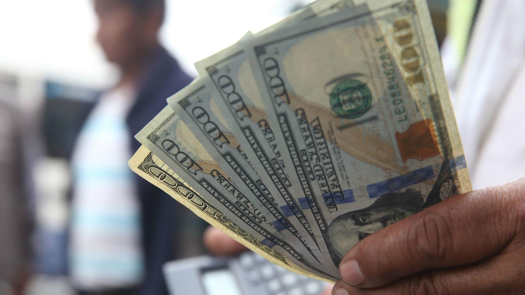 Cierra en $20.13 — Dólar imparable