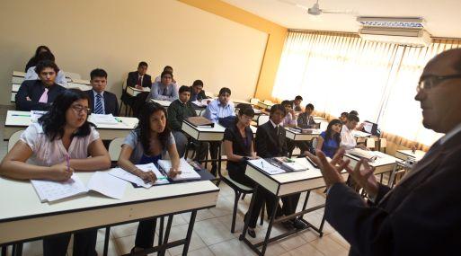 Egresados de Economía, Derecho e Ingeniería podrán concursar por becas de alta especialización