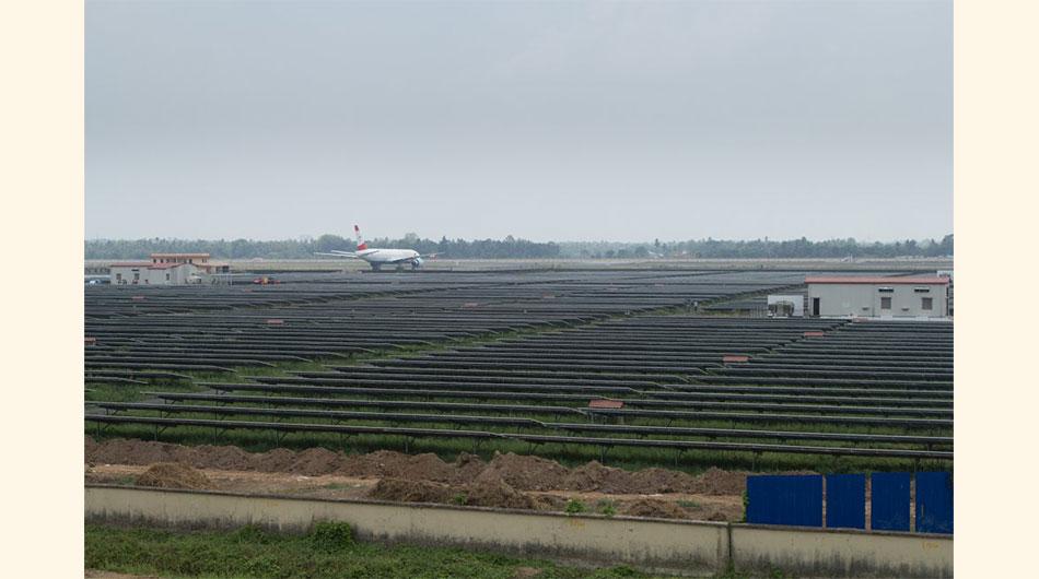 India, energía solar, aeropuerto, placas