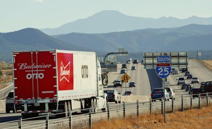 La cerveza llega sola: camión autónomo de Uber transporta carga de Budweiser