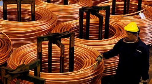 A las 1227 GMT, el cobre en la Bolsa de Metales de Londres (LME) perdía un 0.44%, a 5,842 dólares por tonelada.