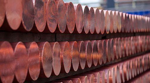 El metal rojo en la Bolsa de Metales de Londres (LME) alcanzó su máximo en más de un año, a 6,045.50 dólares la onza.