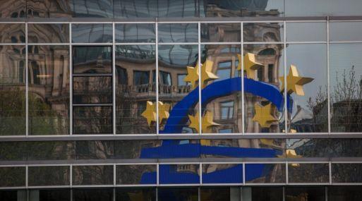 Unión Europea multa a tres bancos por manipular mercado