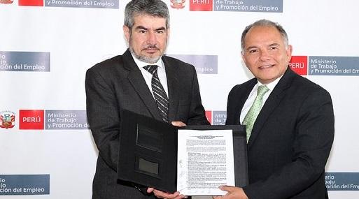 El viceministro de Promoción del Empleo, Jaime Obreros, junto al viceministro de Turismo, Rogers Valencia.