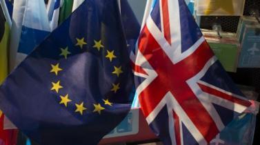 Plan de Theresa May para Brexit hace que economistas duden de su visión