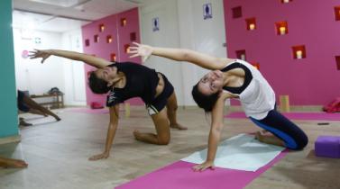 Embajada de la India certificará a escuelas y profesionales de yoga en Perú