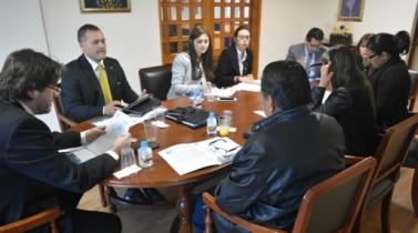 Parlamento Andino abrirá mesa de trabajo para apoyar a peruanos en condición irregular en EU.UU.