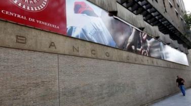Presidente de Venezuela reemplaza con un diputado a jefe del Banco Central