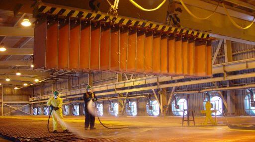 Los precios del cobre a tres meses en la Bolsa de Metales de Londres cotizaban en US$ 6,099 la tonelada a las 1030 GMT.