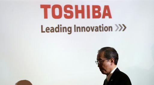 El presidente de Toshiba Corp., Satoshi Tsunakawa, dio una conferencia de prensa en Tokio. (Foto: AFP)