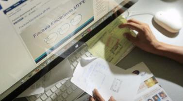 Rebaja de impuestos: recibos por honorarios electrónicos servirán para sustentar deducción adicional