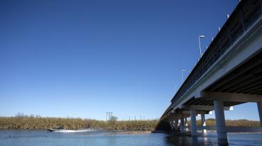 Un mexicano se suicida desde un puente fronterizo tras ser deportado de EE.UU.