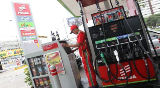 El gasohol 90, el de mayor peso en el índice de precios al consumidor, ha experimentado una reducción de 29.6% en su precio en refinería.