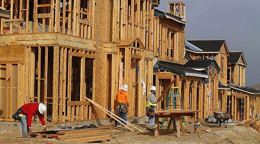 El índice del mercado de viviendas de NAHB/Wells Fargo descendió a 53 desde 55 el mes anterior.