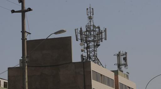 Muy pocas personas quieren que se instale una antena en el techo de su casa y ninguna ley podría obligarlas a que lo hagan.