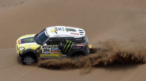 Un competidor del Rally Dakar atravesando el desierto peruano en el 2012. (Foto: Reuters)