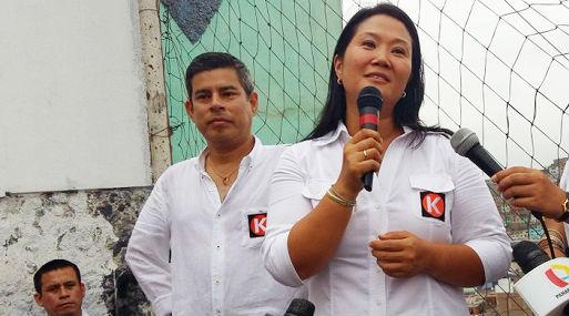 Keiko Fujimori presenta a Galarreta en una actividad en el cerro San Cosme (Foto: El Comercio).