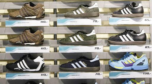 La marca Adidas es una de las más falsificadas en el rubro calzado (foto: Reuters).