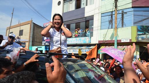 En orillas distintas. Si bien Keiko Fujimori sigue liderando en los sectores C, D y E, Julio Guzmán va ganando presencia en estos segmentos.