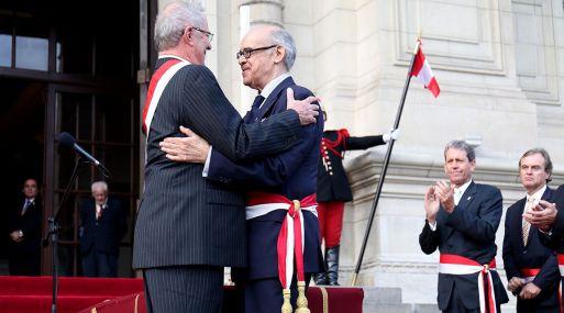 Pedro Pablo Kuczynski saluda a su nuevo ministro de Relaciones Exteriores, Ricardo Luna, ambos ex alumnos de Princeton.