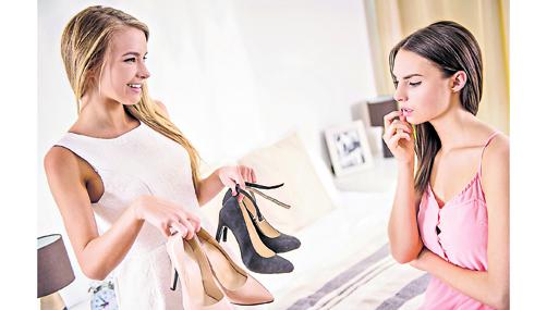 Las mujeres de 35 a 44 años de edad son las que más gastan en zapatos.