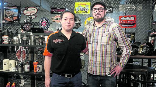 Joaquín Bonilla  y Miguel Muñoz de  Harley-Davidson.
