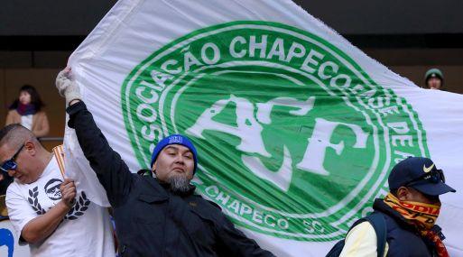 Continúan los homenajes al Chapecoense, como el que se les rindió en el Mundial de Clubes. (Foto: AP)