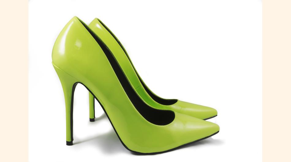 Zapatos ideales para la oficina o un cóctel. De preferencia combinando el color con los accesorios o las joyas.