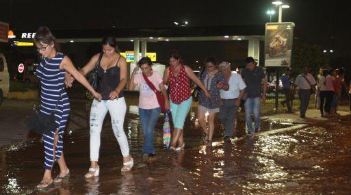 El desborde del río Huaycoloro afectó los accesos al distrito de San Juan de Lurigancho. (Foto: Andina).