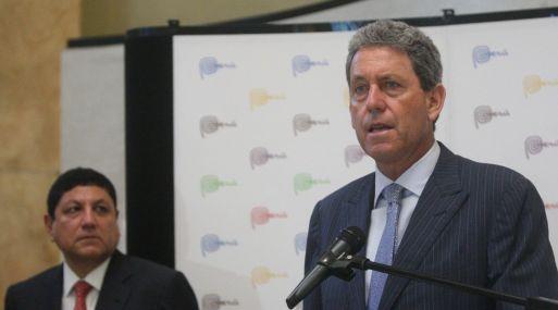 El ministro de Economía y Finanzas,  Alfredo Thorne, se encuentra en Santiago de Chile.