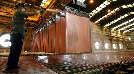 A las 1115 GMT, el cobre en la Bolsa de Metales de Londres (LME) caía un 0.77% a US$ 5,648 por tonelada.