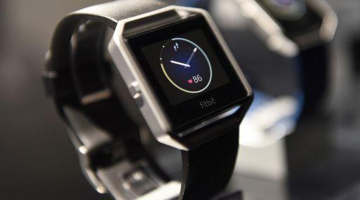 El reloj de Fitbit puede reproducir música y gestionar pagos.
