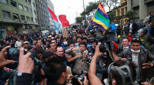 Pesa a que los maestros en huelga se oponen, la gran mayoría de peruanos está a favor de evaluarlos, según GfK.
