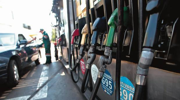 En Petroperú, las gasolinas 84 y 90 octanos disminuyeron de S/ 8.629 a S/ 8.565. (Foto: USI)