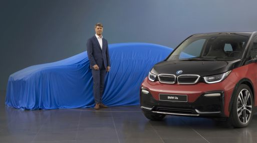 Harald Krueger, con el auto i3 de BMW. (Foto: BMW AG)