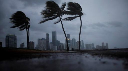 Luego de seguir por la costa hacia el norte, se espera que Irma entre más en tierra firme en el norte de Florida y que en la tarde del lunes alcance el suroeste de Georgia.