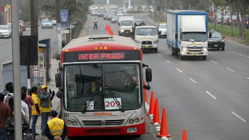 Solo por el día 12 de setiembre, los paraderos Guardia Civil y Aviación serán reubicados en la avenida Canadá (Foto: Andina).