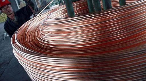 El cobre, el zinc y otros metales básicos repuntaban el lunes en la Bolsa de Metales de Londres.