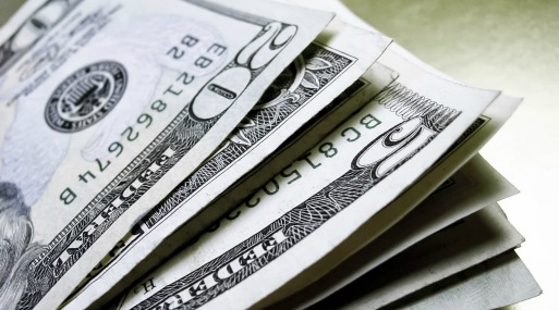En lo que va del año, el billete verde acumula una baja del 3.66% frente al dólar.