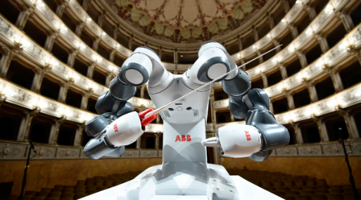 YuMi es un robot colaborativo de dos brazos creado por la multinacional suiza ABB  (Foto: AFP)