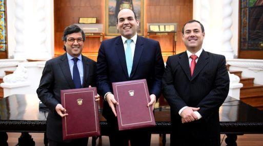 La firma del contrato estuvo a cargo del ministro de Economía, Fernando Zavala, y el presidente del BID, Luis Alberto Moreno.