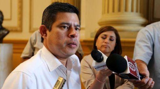 Luis Galarreta, explicó su interpretación de la Constitución para que el jefe de Estado incurra en la disolución del parlamento. (Foto: USI)