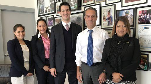 César Martín Peñaranda de ProInversión (al centro) se reunió con representantes de empresas de México.